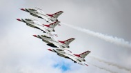 US Air Force F-16 Fighting Falcons Thunderbird Display Team